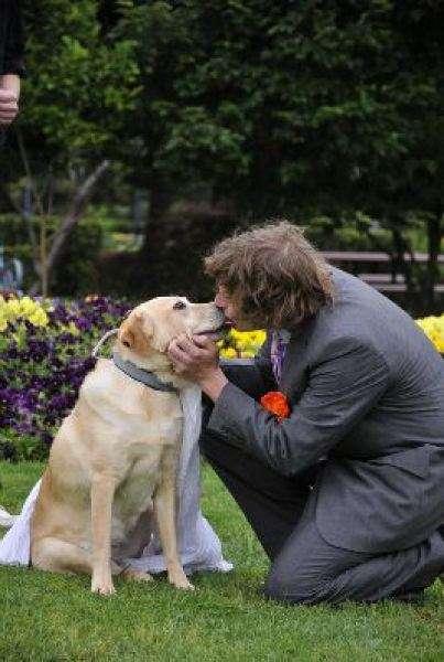 بالصور قلة البنات: رجل يتزوج