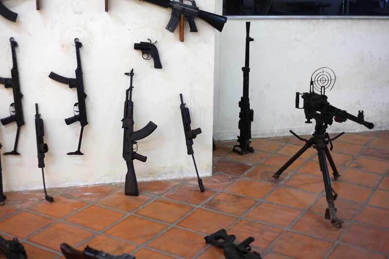 gun3w.jpg