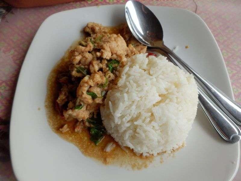 Chicken Holy Basil auf Reis